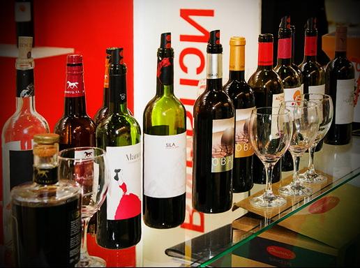 Красные вина производятся из разных сортов красного винограда