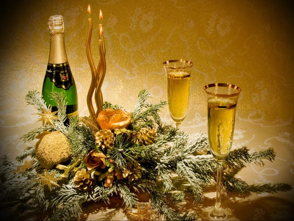 Для восприятия сложного и гармоничного букета, Абрау-Дюрсо лучше налить в классические бокалы для шампанского
