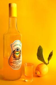 Лимончелло – ароматный ликер, главным компонентом которого является лимонный сок