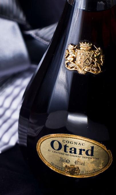 Высокое качество коньяка Otard обусловлено выдержкой коньячных спиртов в дубовых бочках
