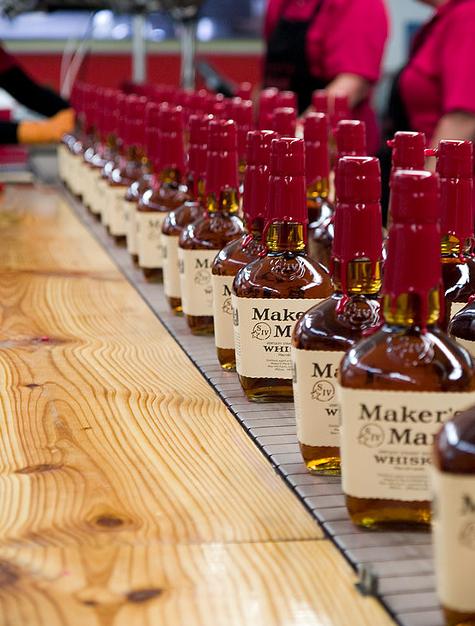 Чтобы подчеркнуть свои шотландские корни Семюэлс назвал свой напиток whisky, а не whiskey