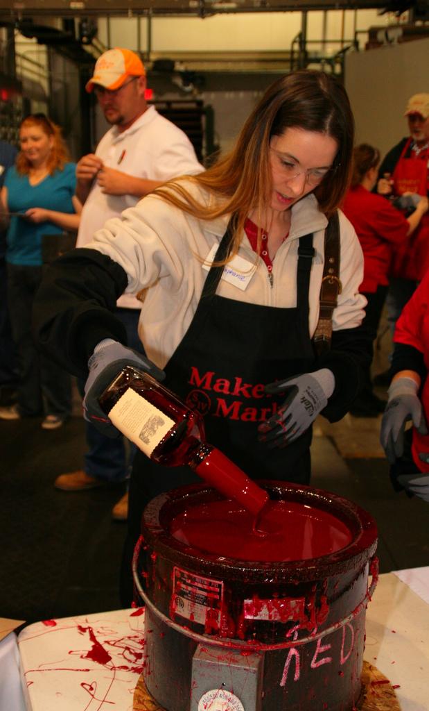 Оформление бутылки, как и название виски придумала жена Семюэлса