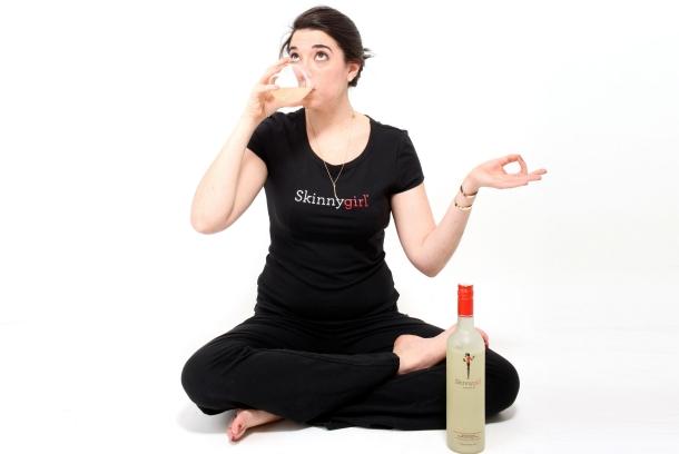 производители алкоголя, наконец, решили не обделять вниманием прекрасную половину человечества и представить женщин как постоянных покупателей
