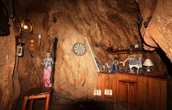 Уютная атмосфера дупла баобаба возрастом 6000 лет