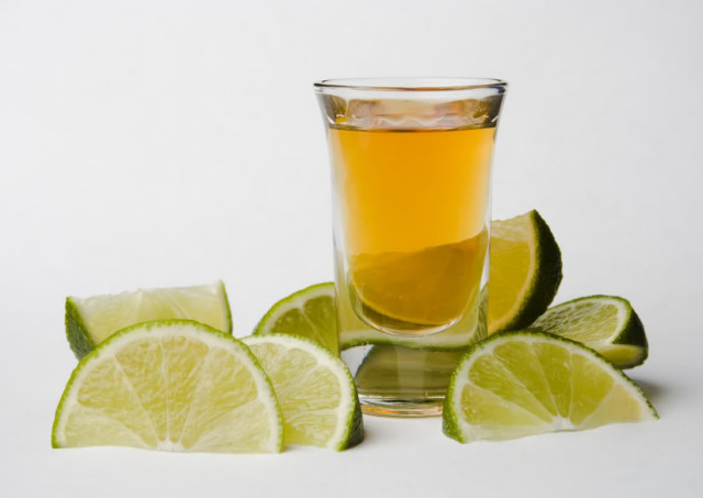 tequila-shot-with-limes